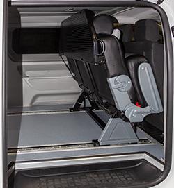 Грузовой легковой автомобиль минивэн Peugeot Expert с трансформацией в грузопассажирский 6 мест