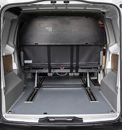 Грузовое отделение в грузопассажирском автомобиле минивэне Peugeot Expert Profi Transformer.